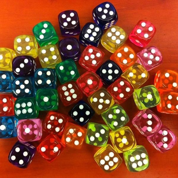 Новые 6 Sided Game Развлечения Акриловый Инструмент азартных игр Прозрачный кубик и случайный цвет фото