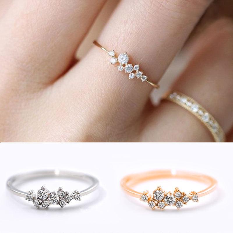Женское кольцо с камнями фото