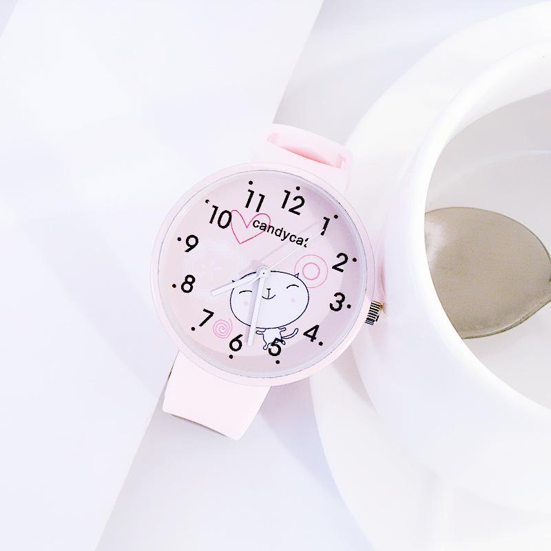 Кварцевые часы с силиконовым браслетом фото