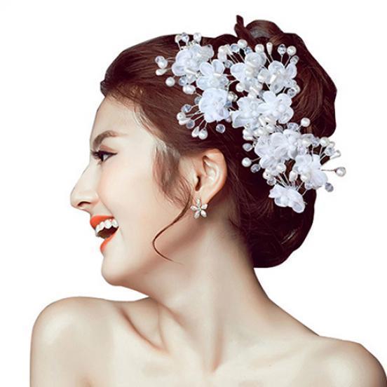 Шпилька для волос с белыми цветками и искусственным жемчугом фото
