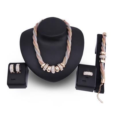 af0273513841 Conjunto de la joyería de las mujeres 4 piezas de la moda collar pendiente  anillo braclet
