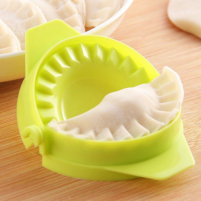 Кухонный инструмент для лепки пельменей и вареников фото