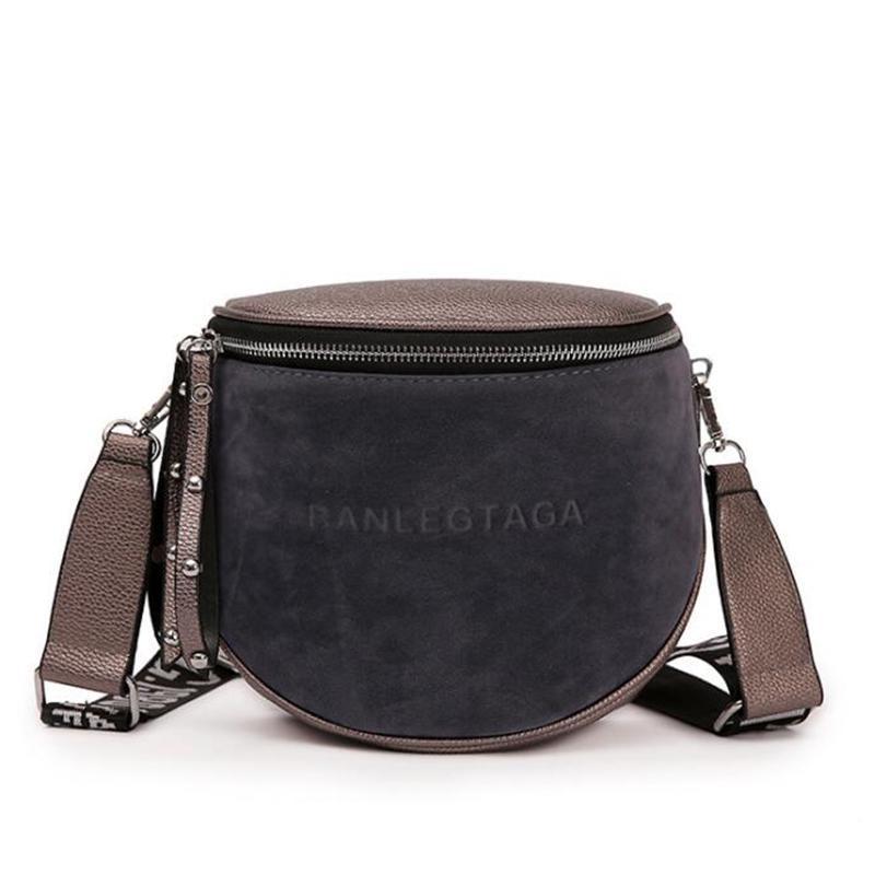 Женская сумка - сrossbody от Yogodlns на ремне через плечо фото