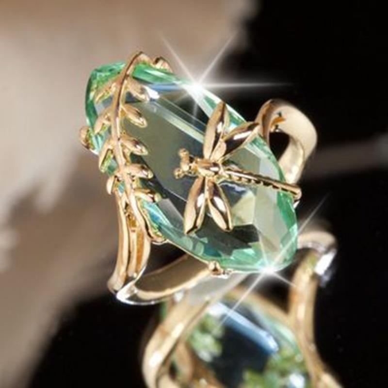 Женское кольцо с горным хрусталем фото