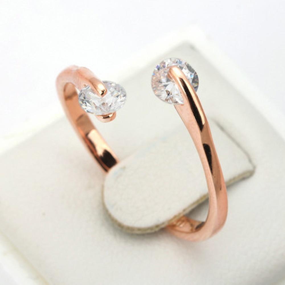 Безразмерное кольцо с двумя бесцветными кристаллами фото