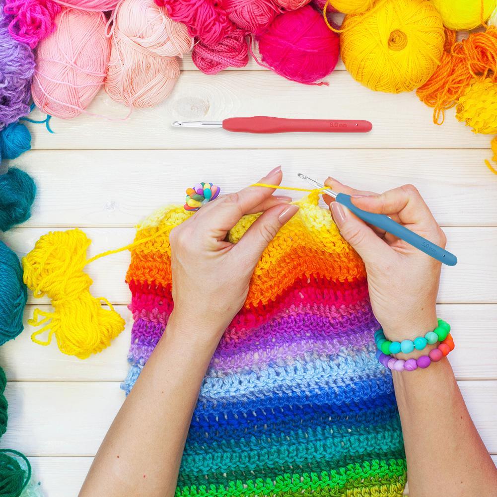 Crochet Hooks Set Ergonomic Soft Grip Handle Knitting Needles Kit with Case