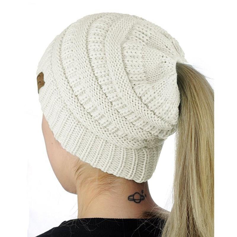 Las mujeres \' desordenado bollo sombrero ganchillo patrón deportes ...