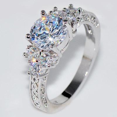 abc6bec60c15 Anillo para mujer cristal romántico Simple Rhinestone boda amantes anillo  regalo