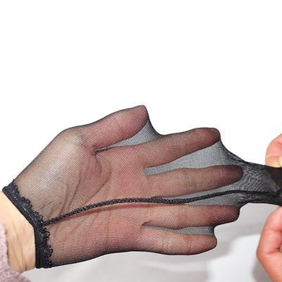întinzând penisul cu mâna