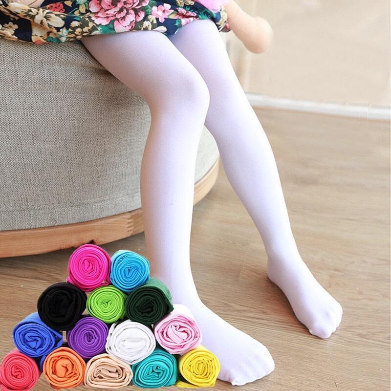 Девушки в розово-белых носках