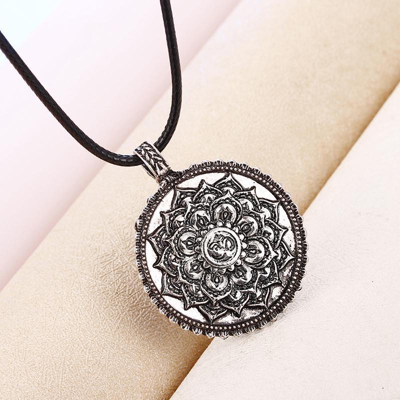 Vintage Talisman Lotus Rond Pendentif Amulette Collier Hommes Bijoux