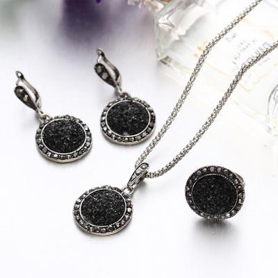c7b44f818d1c Europeos y americanos resina piedra redonda negra simple collar pendientes  anillo conjunto