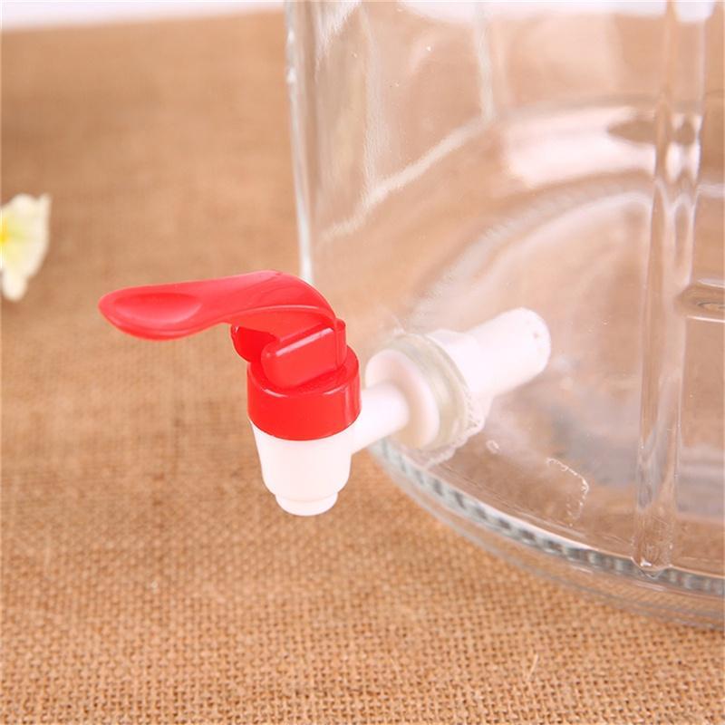 Пластиковый разливной кран фото