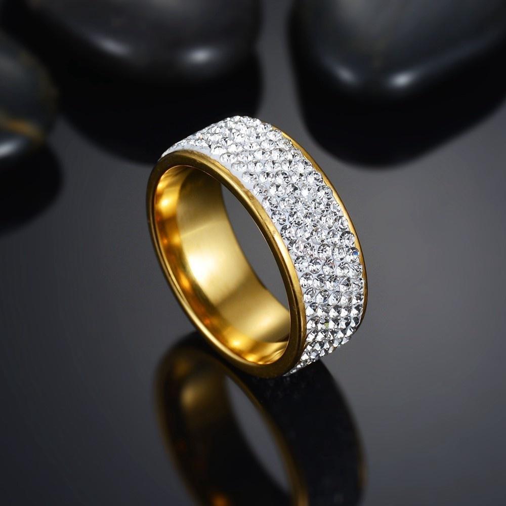 Женское титановое кольцо, инкрустированное горным хрусталем фото