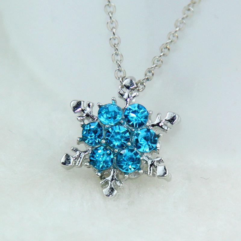 Подвеска в виде снежинки Fashion Jewelry с голубыми кристалами. Материал - алюминиевый сплав